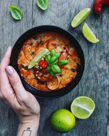 tailandietiska-kokosu-pieno-sriuba-su-ryziu-makaronais